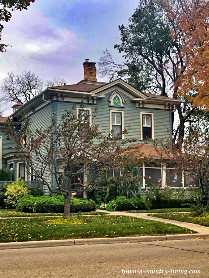 Historic Home Exteriors - A Walking Tour of Lake Geneva