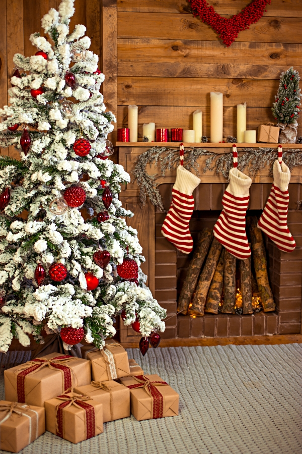 Cabin Style Christmas Decorations in Red and White