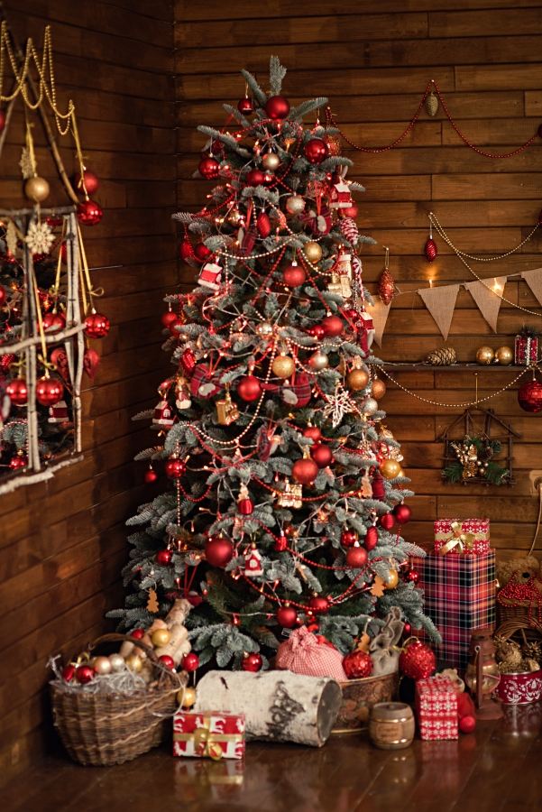 Rustic Style Christmas Decorations in a Cabin