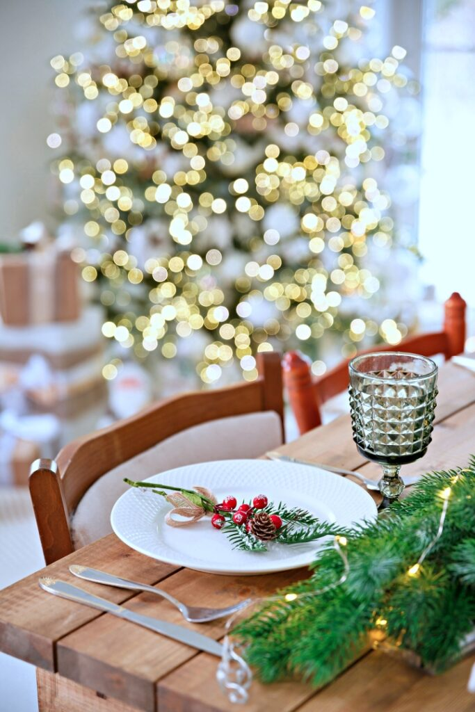 Christmas Dining Ideas with Greens and Berries