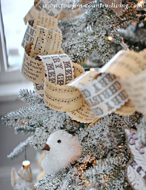 Vintage Paper Chain for a Christmas Tree