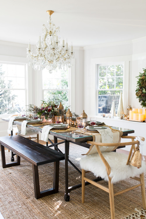 Holiday Dining Room in Bungalow Home
