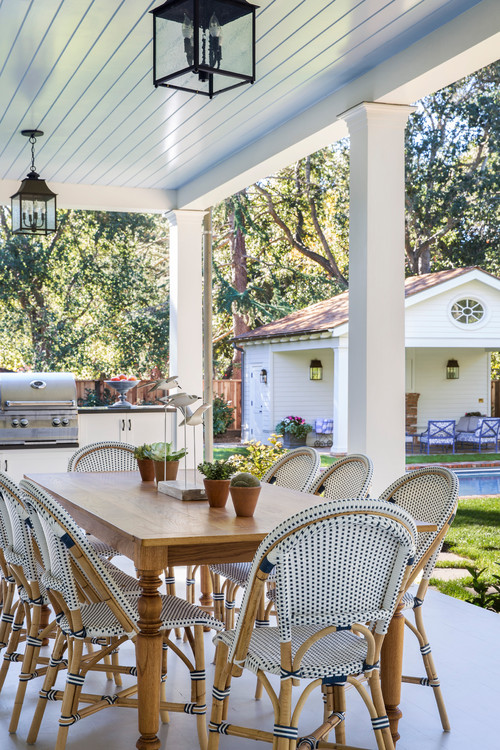 Outdoor Patio with Dining Set and Grill