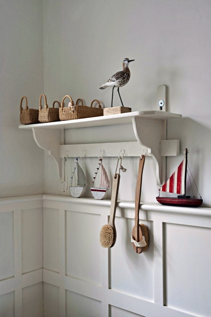 Bird statue and baskets on bathroom shelf