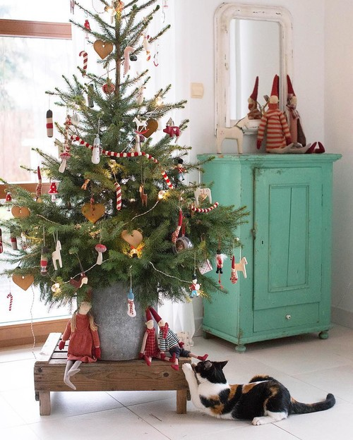 Vintage Style Christmas Tree with a Cute Cat