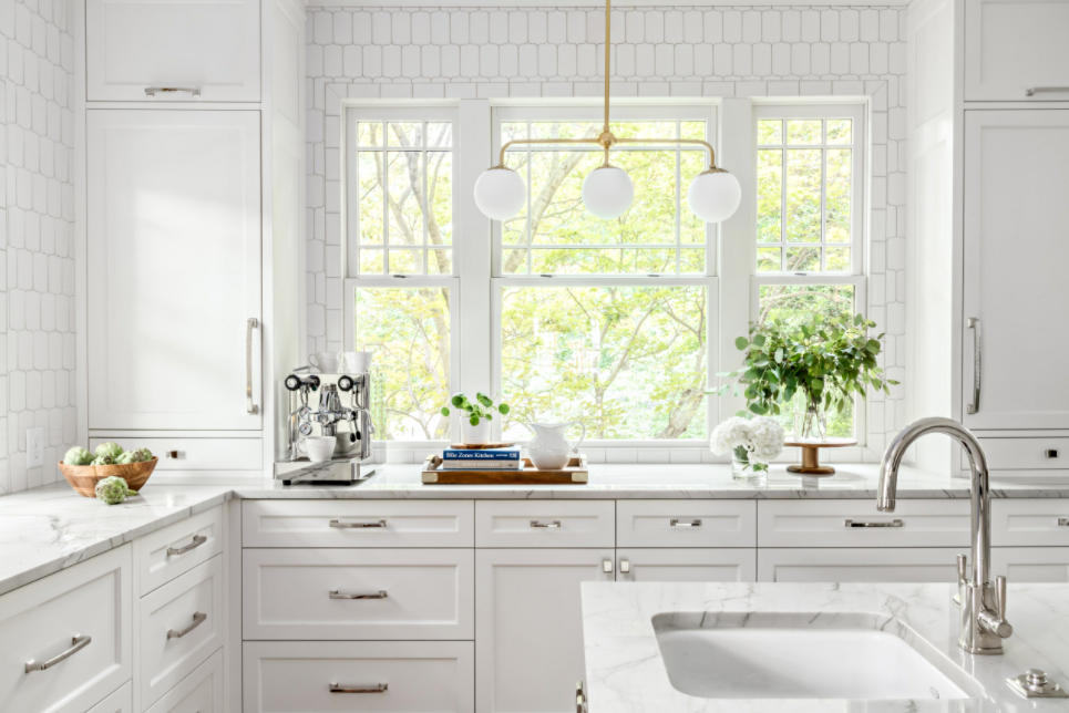 Kitchen subway tile in vertical pattern