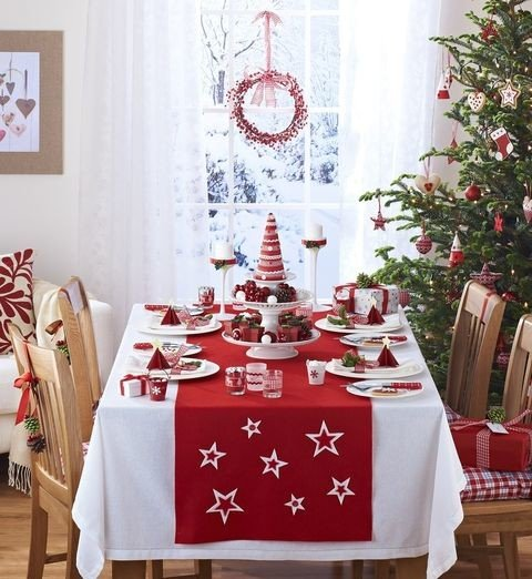 Red and White Christmas Dining Room
