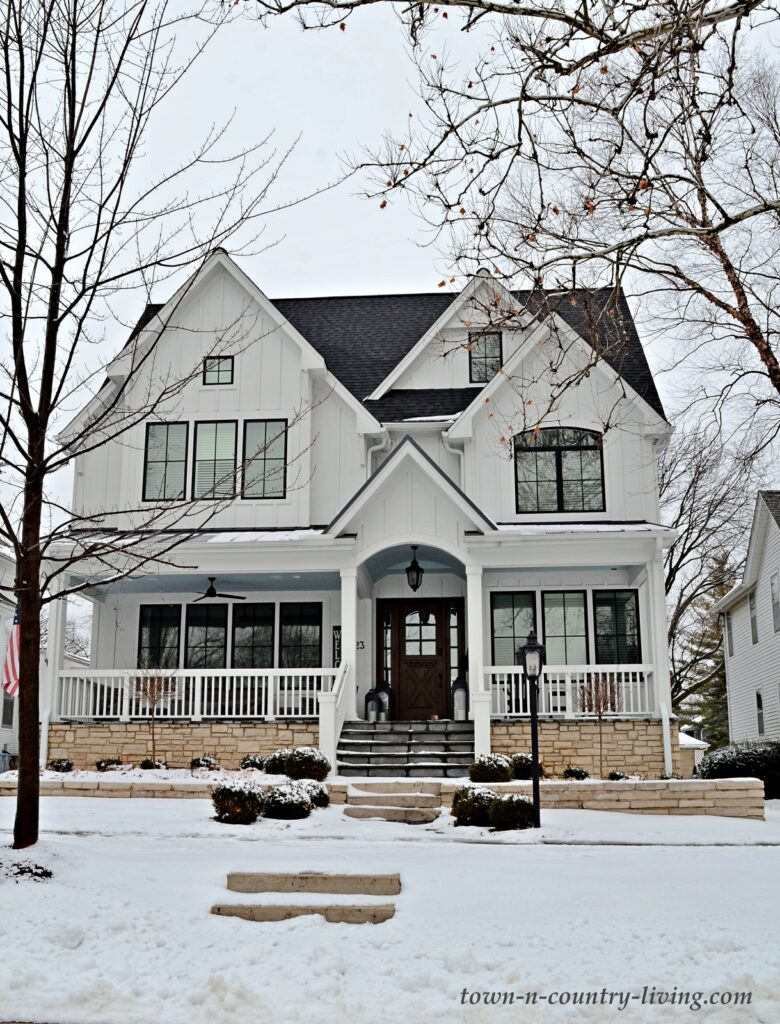 White Modern Farmhouse in Chicago Suburbs