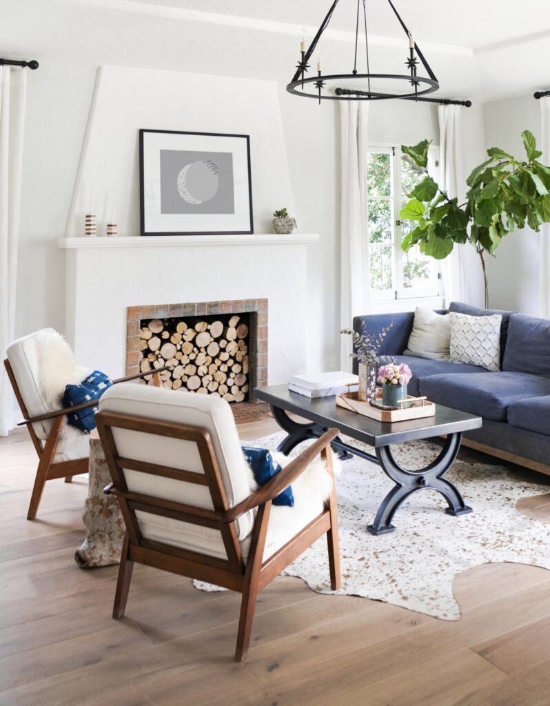 Minimalist living room with white fireplace and fiddle leaf fig