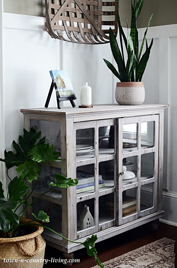Glass Doored Cabinet for Cozy Entryway