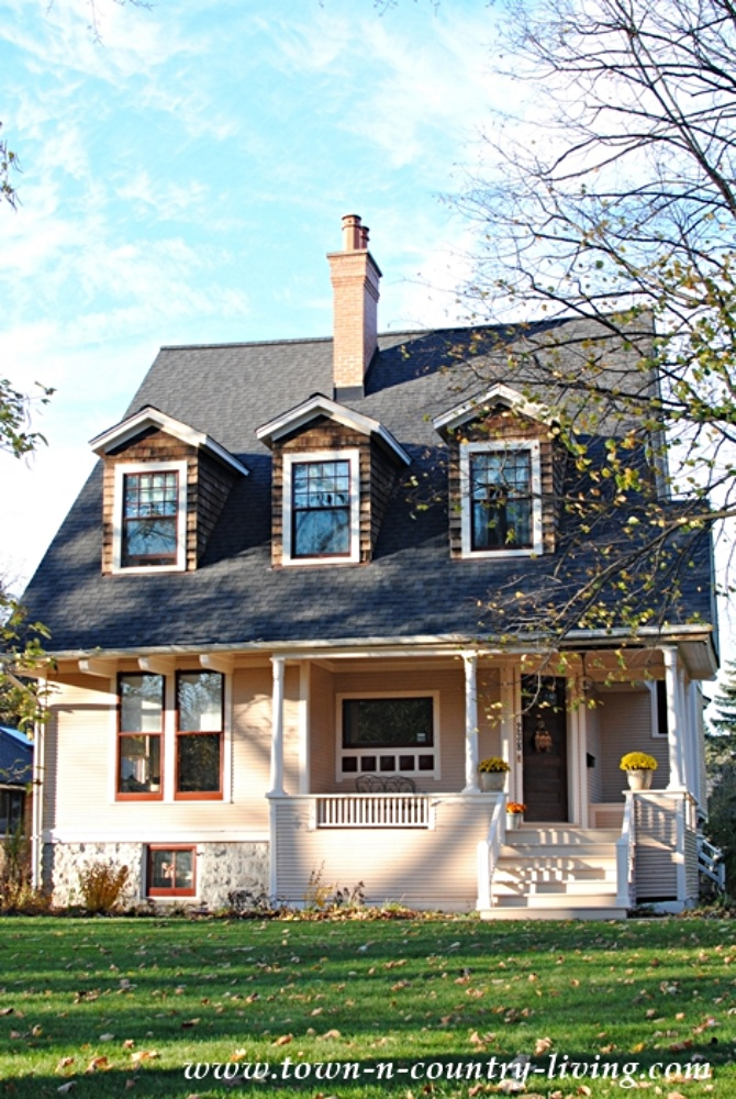 Suburban Bungalow in Riverside, Illinois