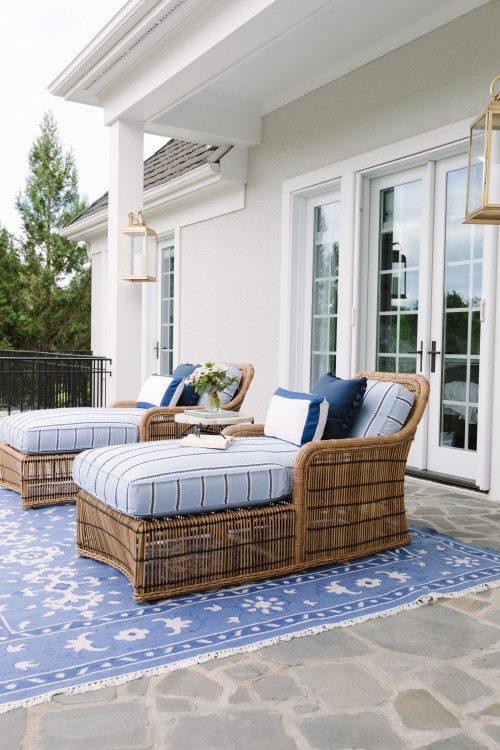 Traditional Outdoor Patio with Wicker Furniture
