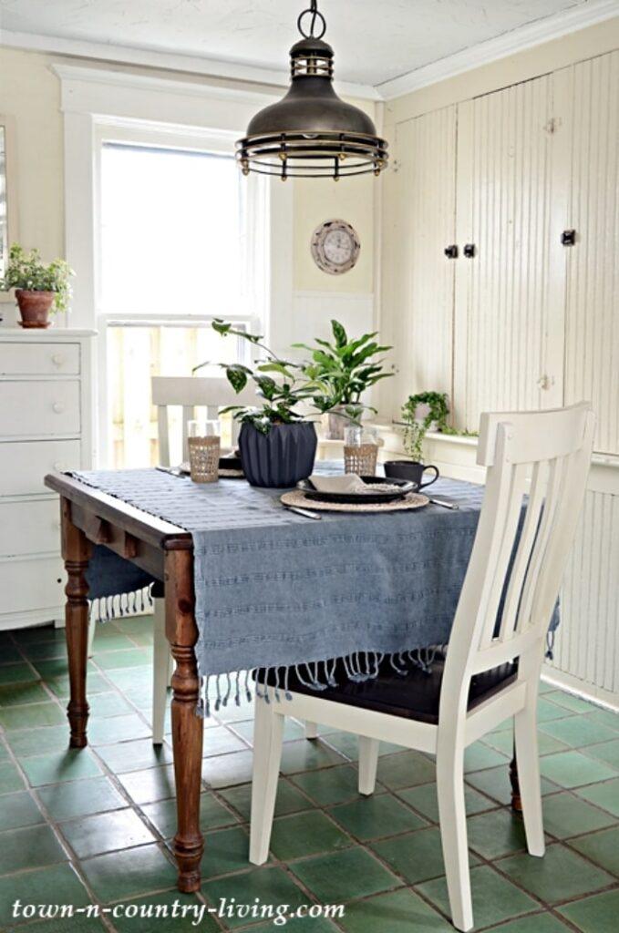Farmhouse Kitchen Breakfast Nook