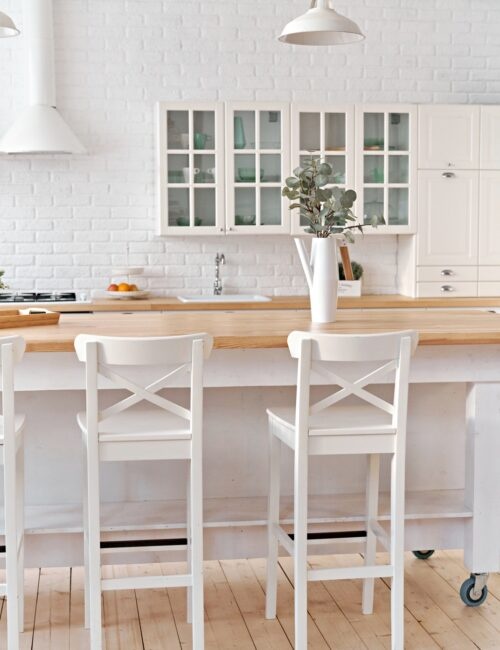 Warm white Scandinavian kitchen