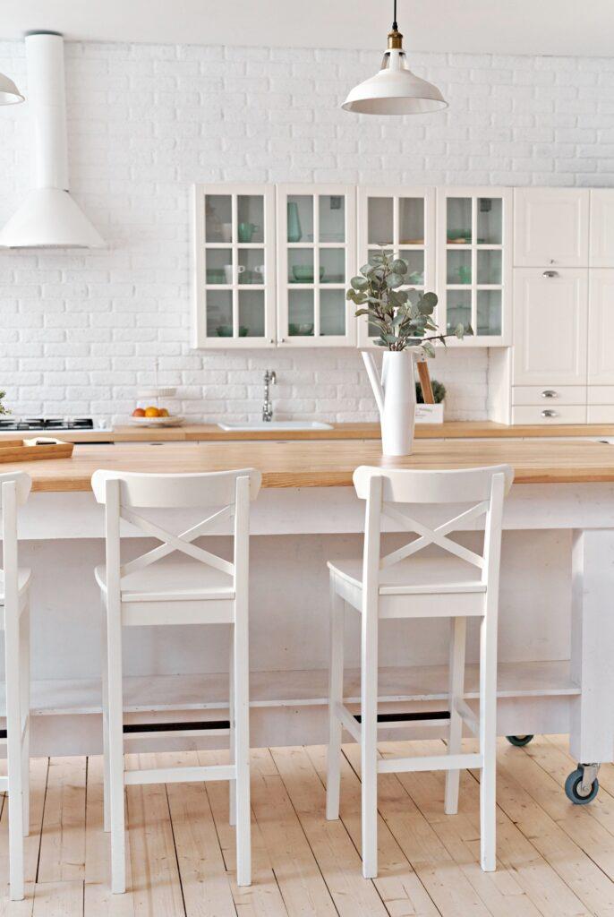 Warm white Scandinavian kitchen