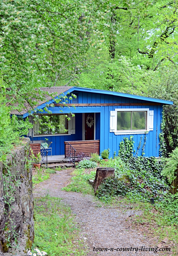 Charming Blue Cottage in Chattanooga