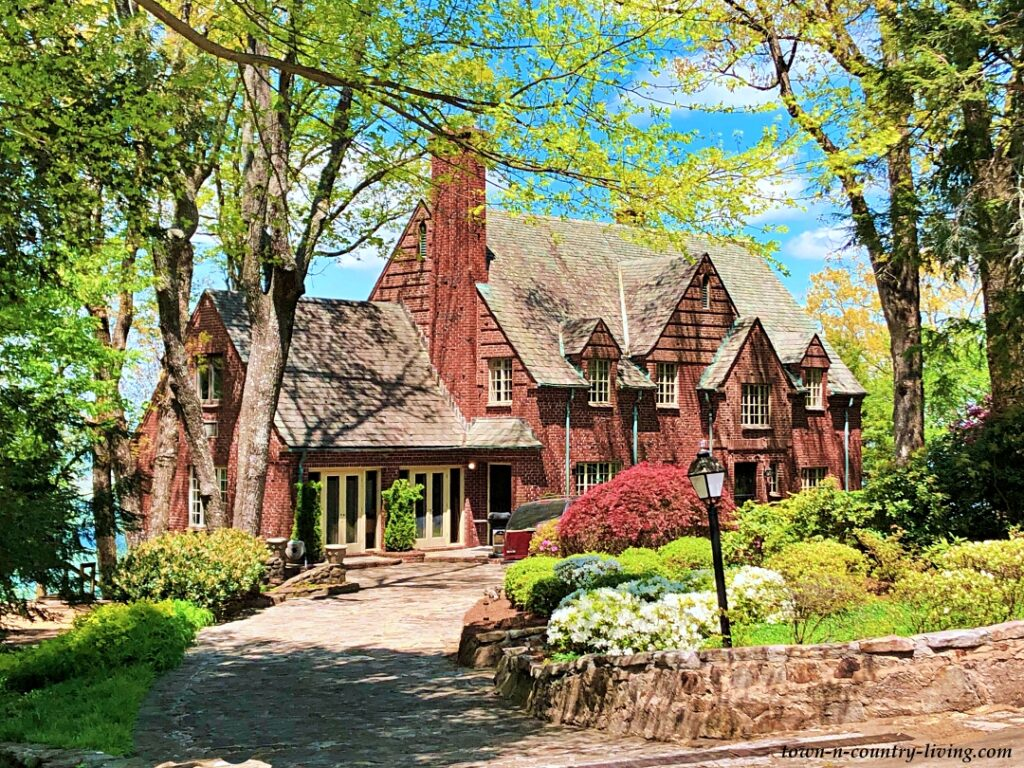 Large Red Brick Home on Lookout Mountain, Tennessee