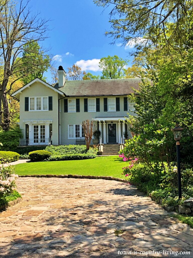 Colonial Style High-End Custom Home in Chattanooga
