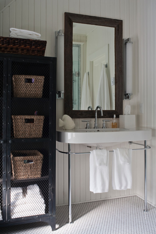 Vintage Style Bathroom in Canadian Cottage