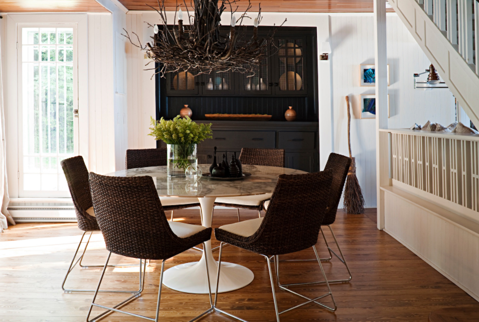 Round Table in Canadian Lake Cottage Dining Room