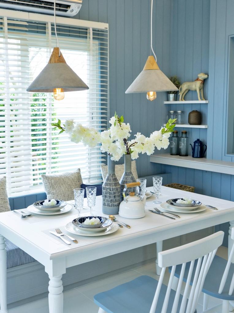 gemütliches strandblaues Esszimmer zu Hause