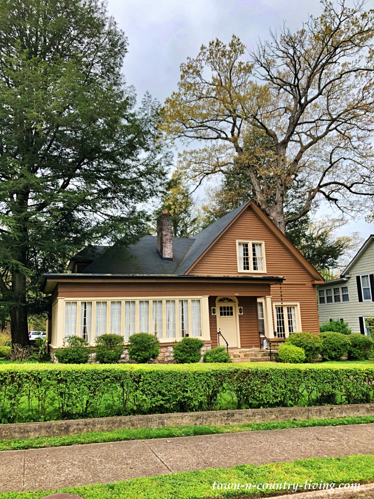 Brown Cottage - Hillside Homes of Chattanooga