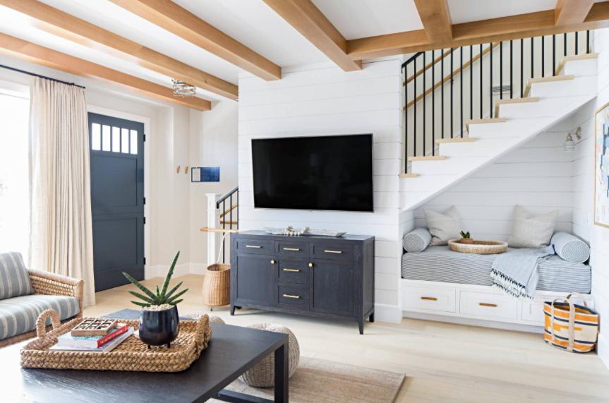 Open Concept Wohnzimmer im Strandstil in Blau und Weiß