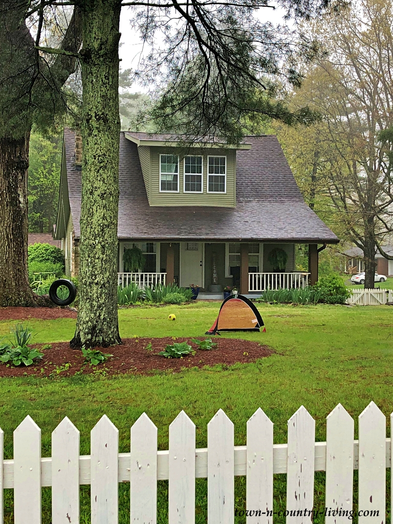 Bungalow Home with White Picket Fence on Signal Mountain