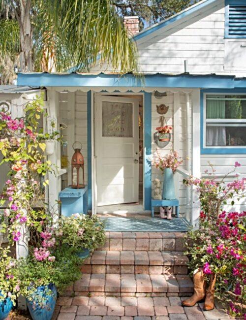 Take a tour of Fifi O'Neill's Florida Cottage