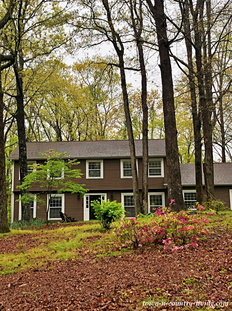 Two Story Hillside Home on Wooded Lot in Tennessee