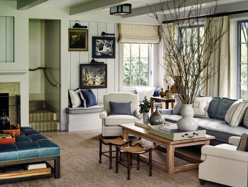 Traditional living room in cream tones with natural elements and textures