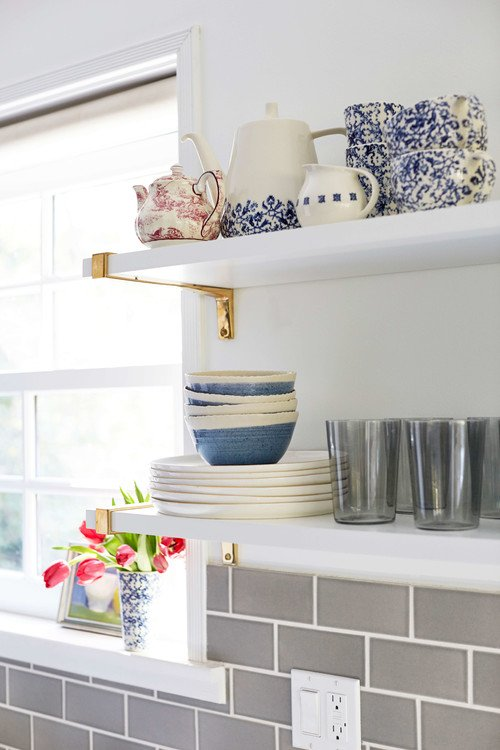 Cottage style colorful kitchen with open shelves