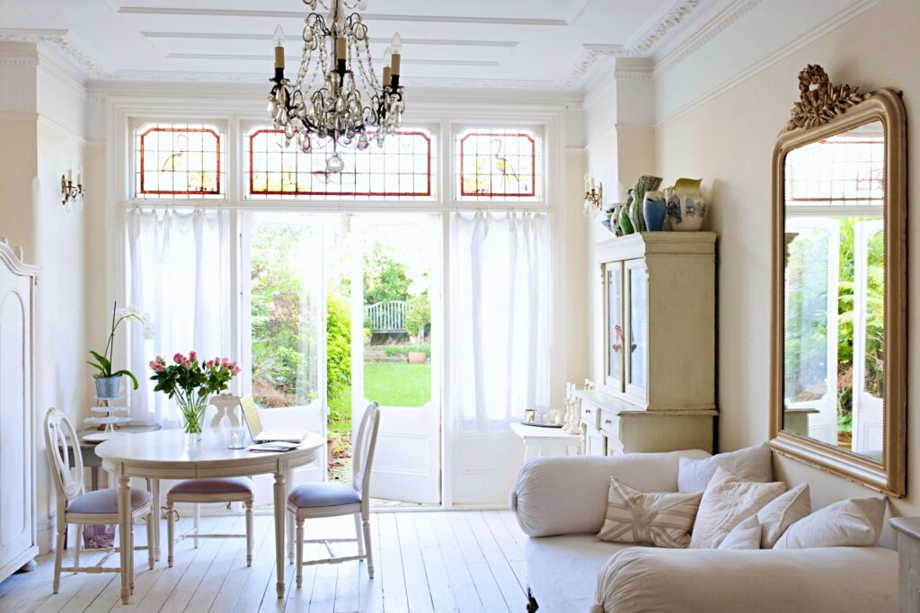 White English Living Room in Shabby Chic Decor