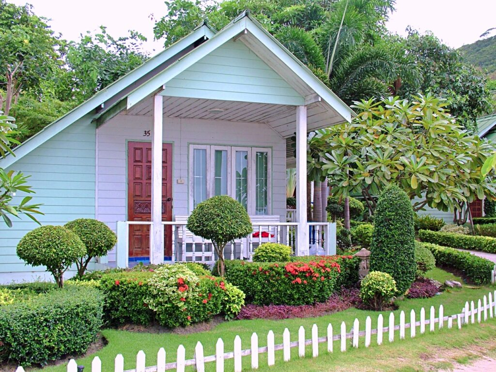 Florida Cottage with short picket fence