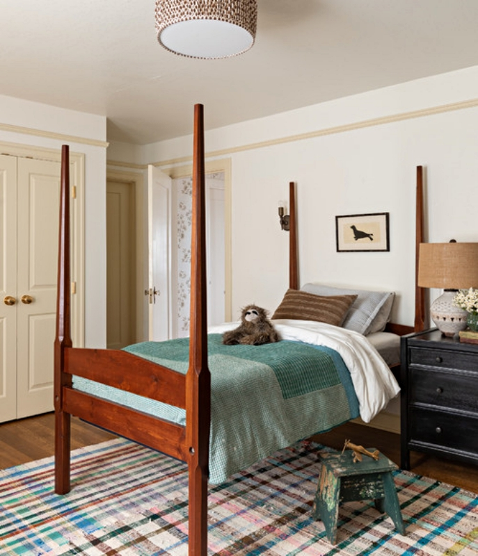 Kids Bedroom with Four Poster Bed