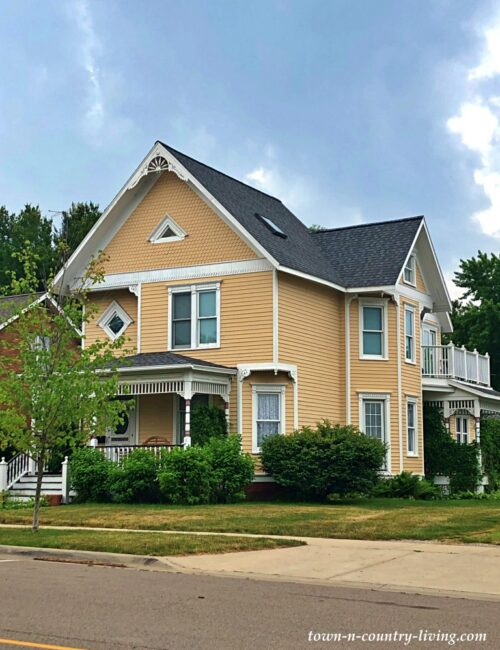 Yellow Victorian - Harbor Homes on Lake Michigan