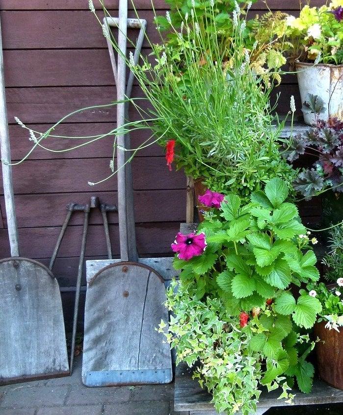 Gardening Tools by Shabbyfufu