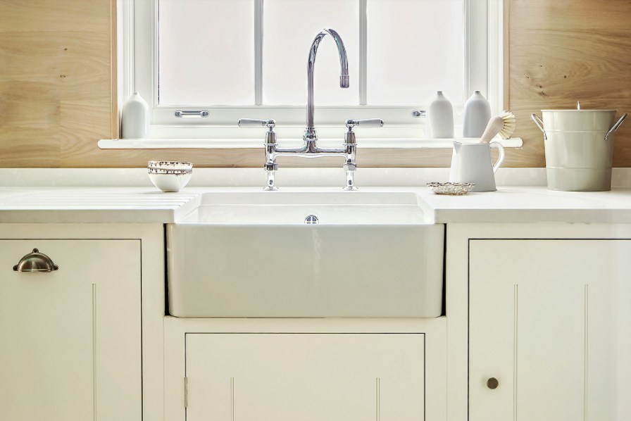 White Farmhouse Sink with Stainless Goose Neck Faucet