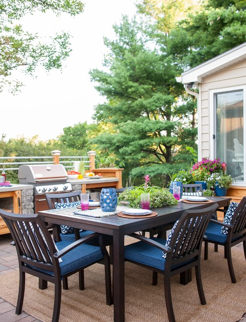 Outdoor Dining Area with Affordable Outdoor Kitchen