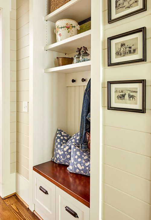 Coat rack nook with shelves in bungalow entry