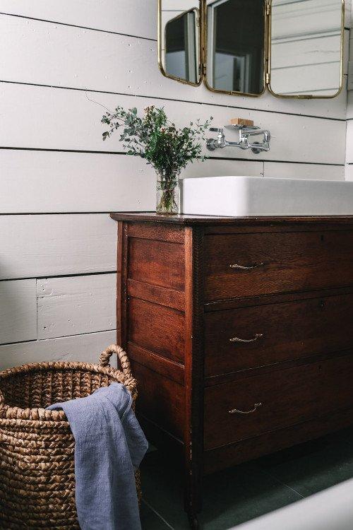 Little bathroom gets makeover with vintage appeal