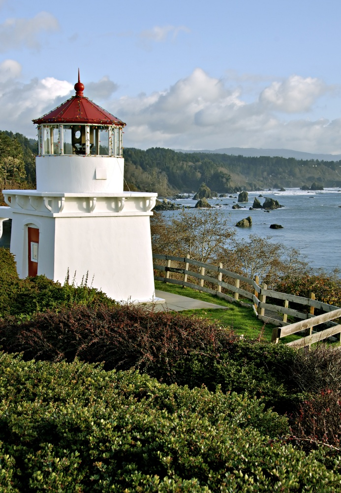 Trinidad Memorial Lighthouse in Northern California with a view of the bay.